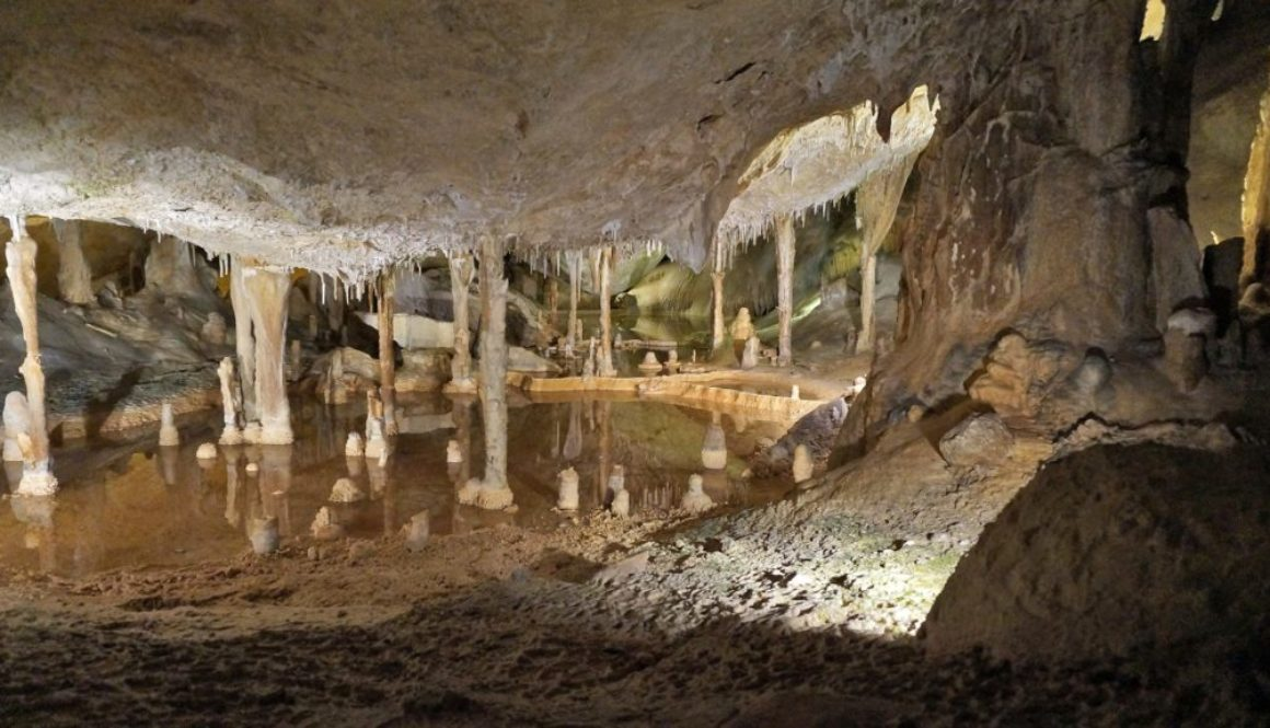 caves-2155824_1920
